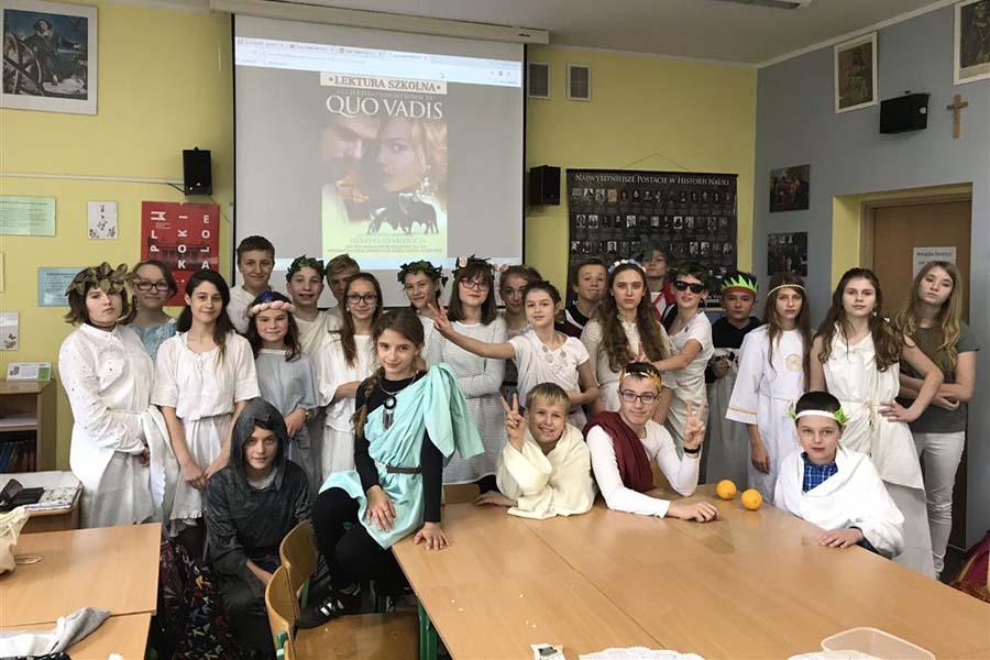 """""""Rzymska uczta"""" w klasie 7b"""