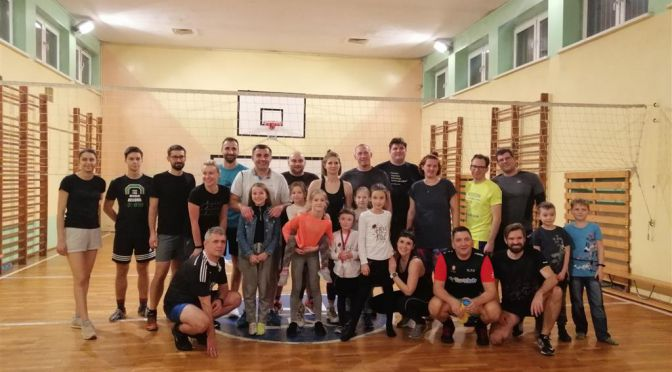 Turniej o Puchar Dyrektora SP74 w siatkówce rodziców