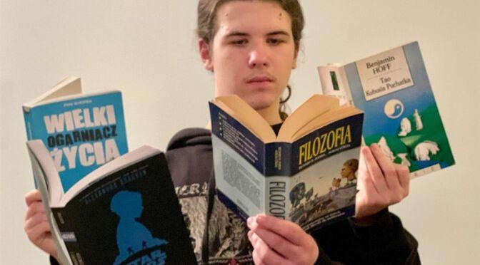 """KONKURS BIBLIOTECZNY """"SELFIE Z KSIĄŻKĄ"""" ROZSTRZYGNIĘTY!"""