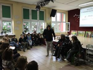 2018-11-14 spotkanie-z-artysta-panem-jerzym-omelczukiem 04